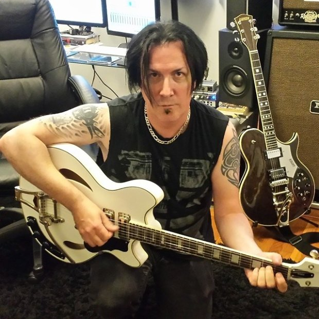 MGT & Guitar 01